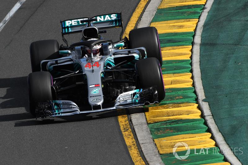 Lewis Hamilton na volta 47: Lewis Hamilton: Posso acelerar? Me diga como  vocês querem isso? Vamos lá! Vou para cima.