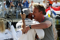Lewis Hamilton, Mercedes AMG F1 on the grid with Gordon Ramsey, Celebrity Chef