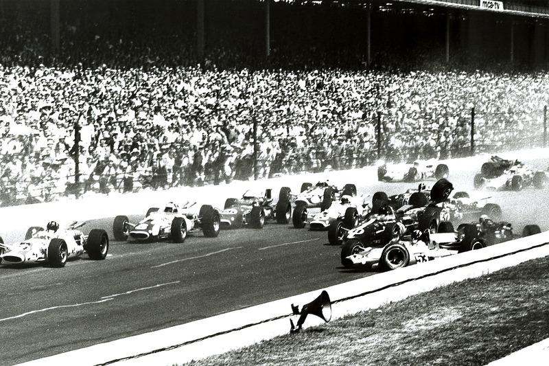 В 1966 году до финиша Indy 500 добралось всего 7 гонщиков – остальные сошли из-за аварий и поломок