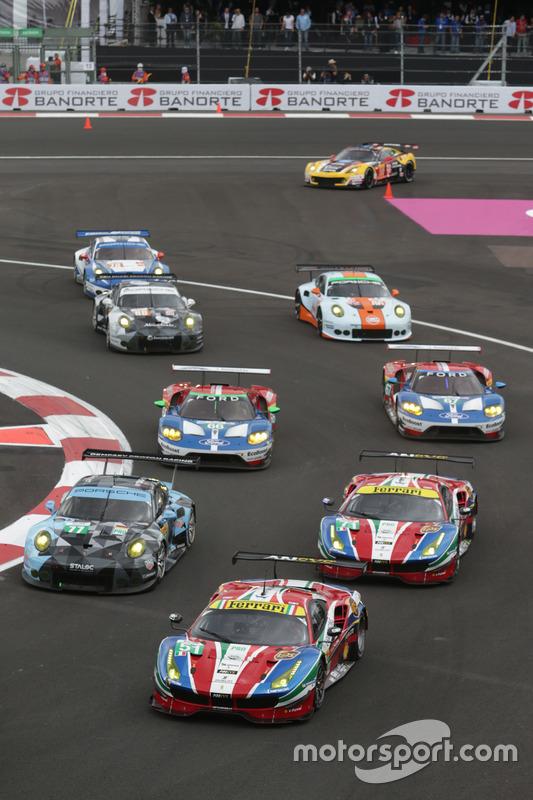 #51 AF Corse Ferrari 488 GTE: Gianmaria Bruni, James Calado leads