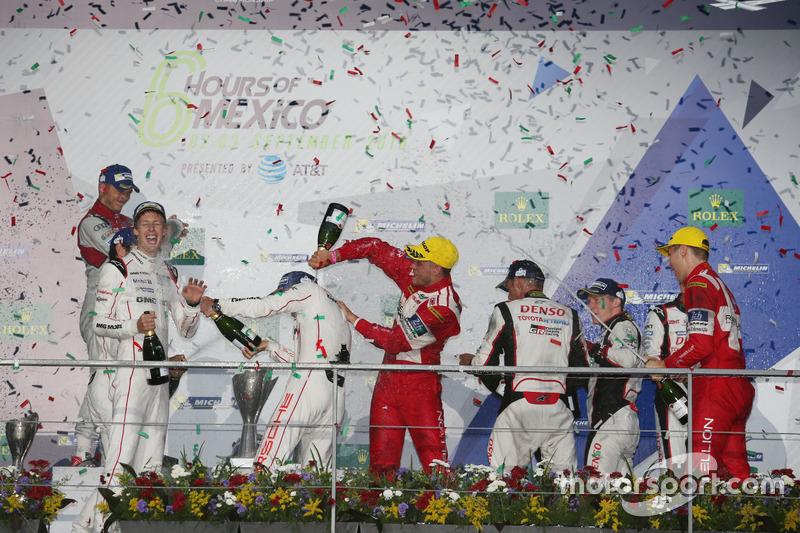 Podium: #1 Porsche Team Porsche 919 Hybrid: Timo Bernhard, Mark Webber, Brendon Hartley with champgn