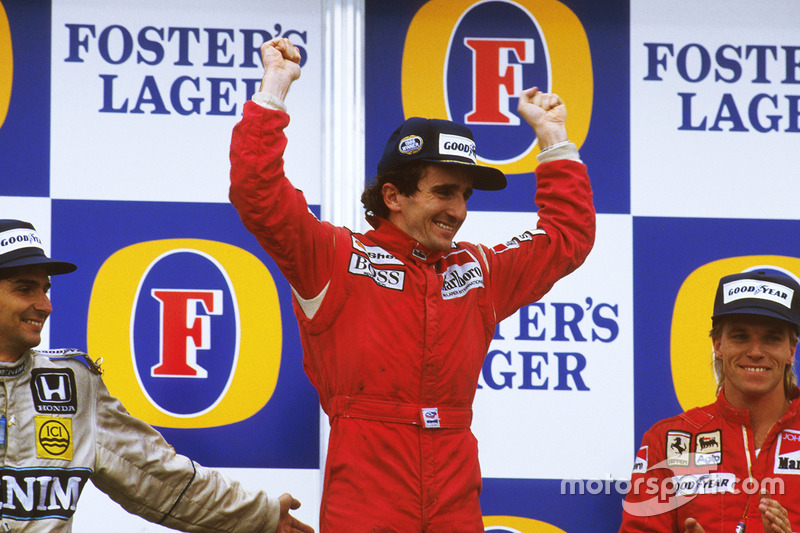 Podio: el ganador de la carrera Alain Prost, McLaren TAG Porsche, el segundo clasificado Nelson Piqu