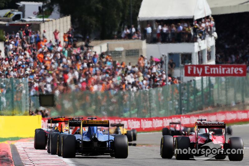 Felipe Nasr, Sauber C35 e Kimi Raikkonen, Ferrari SF16-H