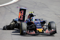 Карлос Санс-мол., Scuderia Toro Rosso STR11, прокол та зруйноване заднє антикрило