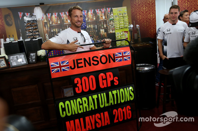 Jenson Button, McLaren Honda celebrates 300 GP, Stoffel Vandoorne, third driver, McLaren F1 Team
