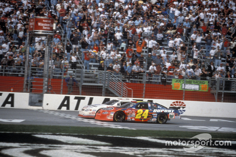 Atlanta 2001: Kevin Harvick vs Jeff Gordon