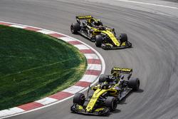 Nico Hulkenberg, Renault Sport F1 Team R.S. 18, leads Carlos Sainz Jr., Renault Sport F1 Team R.S. 18