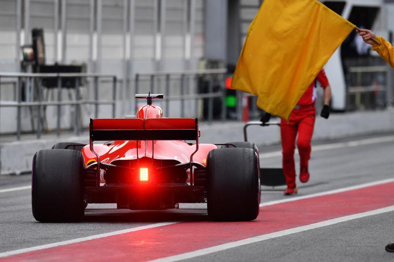 Sebastian Vettel, Ferrari SF71H e una bandiera gialla
