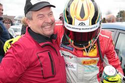 Roland Baumann, Teammanager Toyota Swiss Racing, und Manuel Amweg