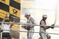 Подиум: гонщик BMW Team RMG Марко Виттман и руководитель BMW Team RMG Штефан Райнхольд, Рене Раст, A