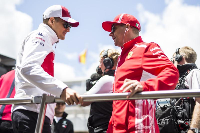 Marcus Ericsson, Sauber and Kimi Raikkonen, Ferrari on the drivers parade