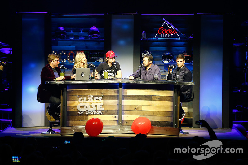 Ryan Blaney, Wood Brothers Racing Ford, Martin Truex Jr., Furniture Row Racing Toyota, Denny Hamlin,