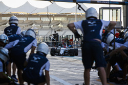 Robert Kubica, Williams FW40, pit stop action