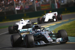 Валттери Боттас, Mercedes AMG F1 W09, Лэнс Стролл, Williams FW41, и Шарль Леклер, Alfa Romeo Sauber C37