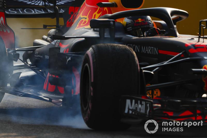 Max Verstappen, Red Bull Racing RB14, bloque une roue avant