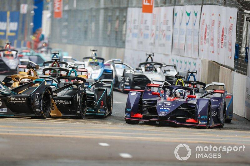 Sam Bird, Envision Virgin Racing, Audi e-tron FE05 challenges Andre Lotterer, DS TECHEETAH, DS E-Tense FE19 around the outside