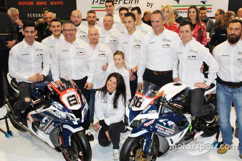 Ayrton Badovini, Jordi Torres, con miembros del Pedercini Racing