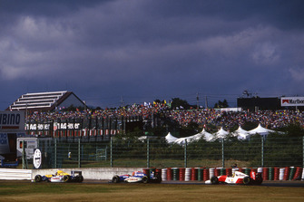 Damon Hill, Williams Renault FW15, Eddie Irvine, Jordan Hart J193, Ayrton Senna, McLaren Ford MP4/8