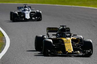 Nico Hulkenberg, Renault Sport F1 Team R.S. 18, devant Lance Stroll, Williams FW41