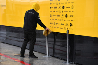 Renault Sport F1 Team mechanic with chamois