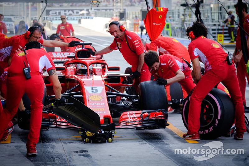 Sebastian Vettel, Ferrari SF71H, pit