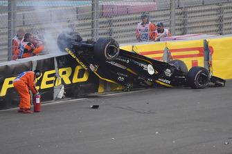 Nico Hulkenberg, Renault Sport F1 Team R.S. 18, a testa in giù dopo l'incidente