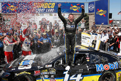 Race winner Tony Stewart, Stewart-Haas Racing