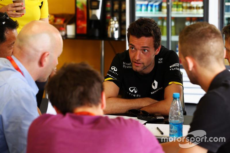 Джоліон Палмер, Renault Sport F1 Team, ЗМІ