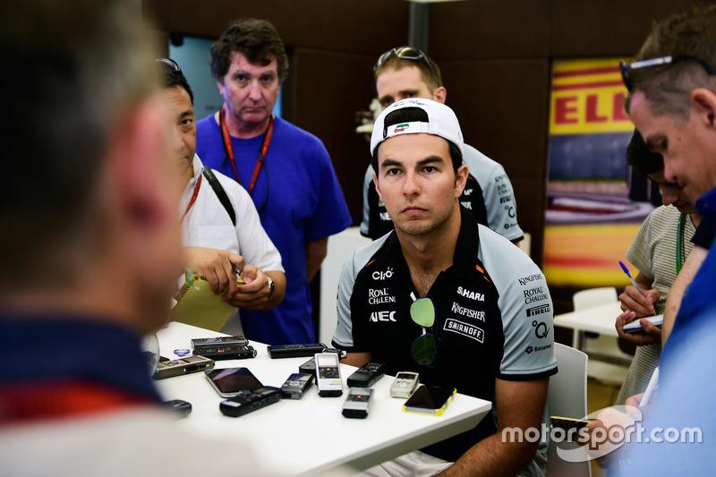 Sergio Perez, Sahara Force India F1, con i giornalisti