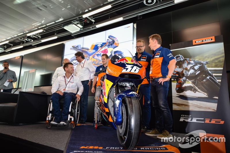 Mika Kallio, Sebastian Risse Pit Beirer e Mike Leitner svelano la KTM MotoGP
