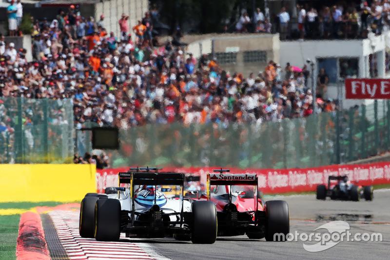 Valtteri Bottas, Williams FW38 ve Sebastian Vettel, Ferrari SF16-H