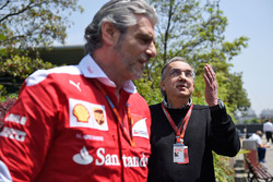 Sergio Marchionne, Presidente de Ferrari y CEO de Fiat Chrysler automóviles y Maurizio Arrivabene, d