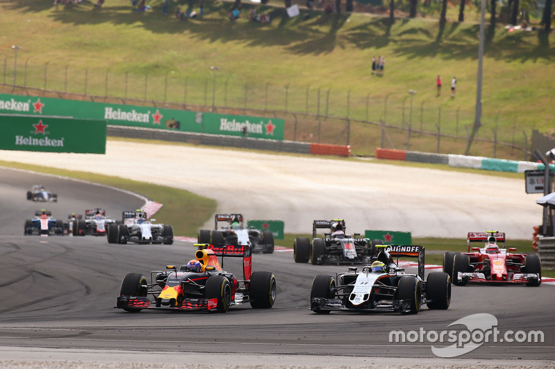 Max Verstappen, Red Bull Racing RB12 and Sergio Perez, Sahara Force India F1 VJM09 battle for position