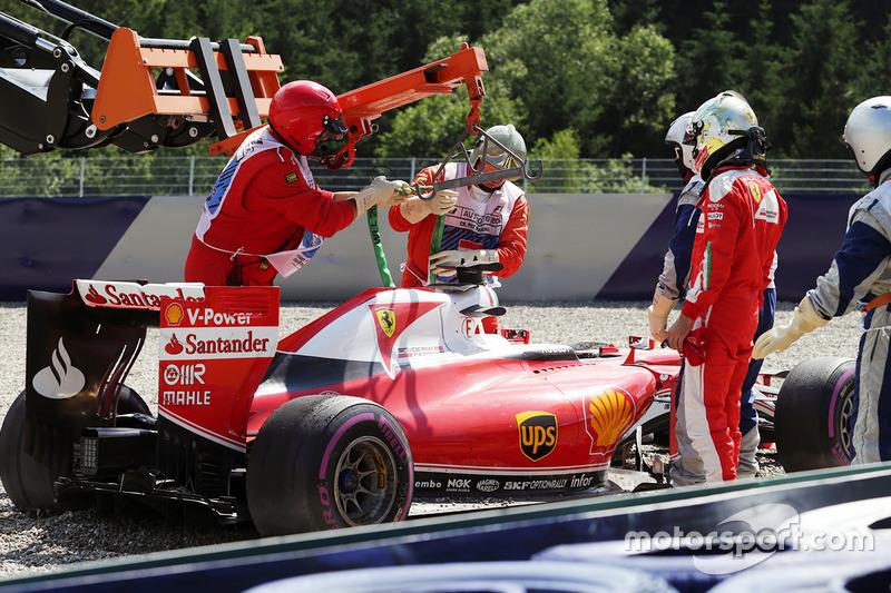 Sebastian Vettel, Ferrari SF16-H gira el circuito en la segunda sesión de práctica