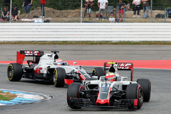 Esteban Gutierrez en Romain Grosjean, Haas F1 Team VF-16