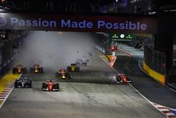 Kimi Raikkonen, Ferrari SF70H after colliding, Max Verstappen, Red Bull Racing RB13 on the first lap