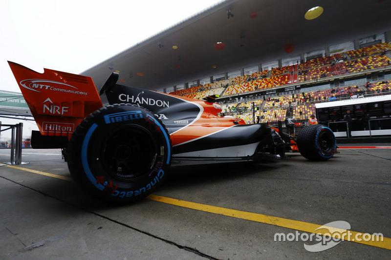 Stoffel Vandoorne, McLaren MCL32, fährt aus der Box