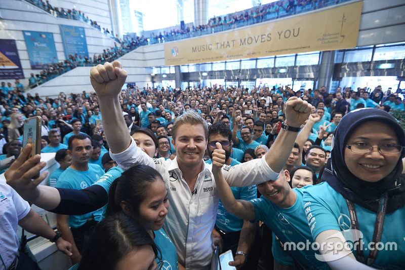 Petronas employees welcome Nico Rosberg, Mercedes AMG F1