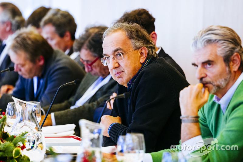 Серджио Маркионне, президент Ferrari и исполнительный директор Fiat Chrysler Automobiles и Маурицио Арривабене, руководитель команды Ferrari