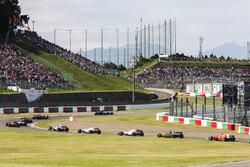 Валттери Боттас, Mercedes AMG F1 W08, Серхио Перес, Sahara Force India F1 VJM10, Фелипе Масса, Williams FW40, Нико Хюлькенберг, Renault Sport F1 Team RS17, и Кими Райкконен, Ferrari SF70H