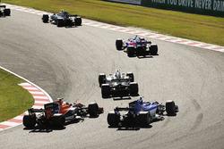 Пьер Гасли, Scuderia Toro Rosso STR12, Джолион Палмер, Renault Sport F1 Team RS17, Фернандо Алонсо, McLaren MCL32, и Маркус Эрикссон, Sauber C36