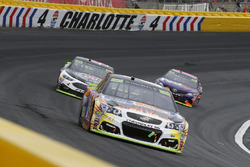 Chase Elliott, Hendrick Motorsports Chevrolet and Kevin Harvick, Stewart-Haas Racing Ford