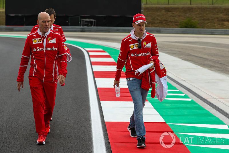 Себастьян Феттель, Ferrari, головний інженер Ferrari Джок Кліа, гоночний інженер Ferrari Ріккардо Адамі