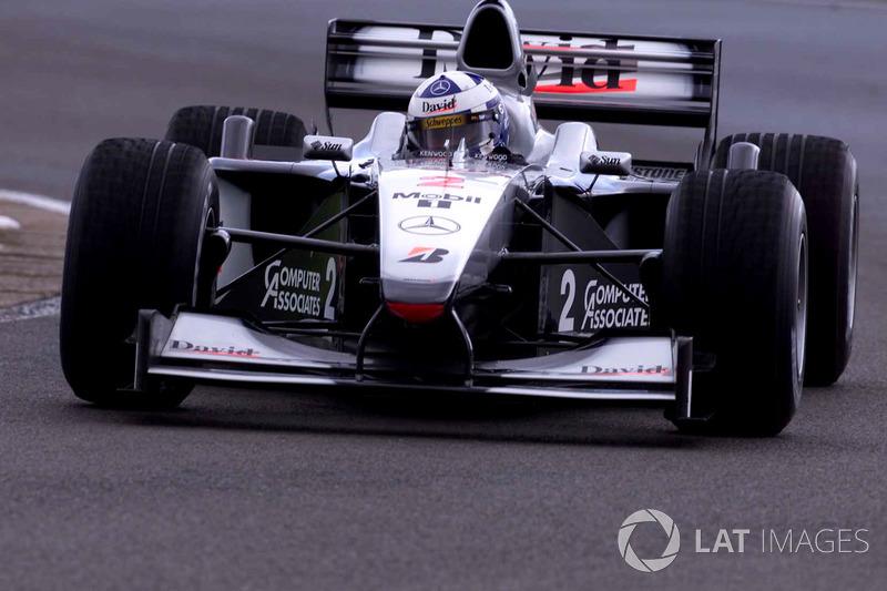 2000: McLaren MP4/15 Mercedes (семь побед, 2-е место в КК)