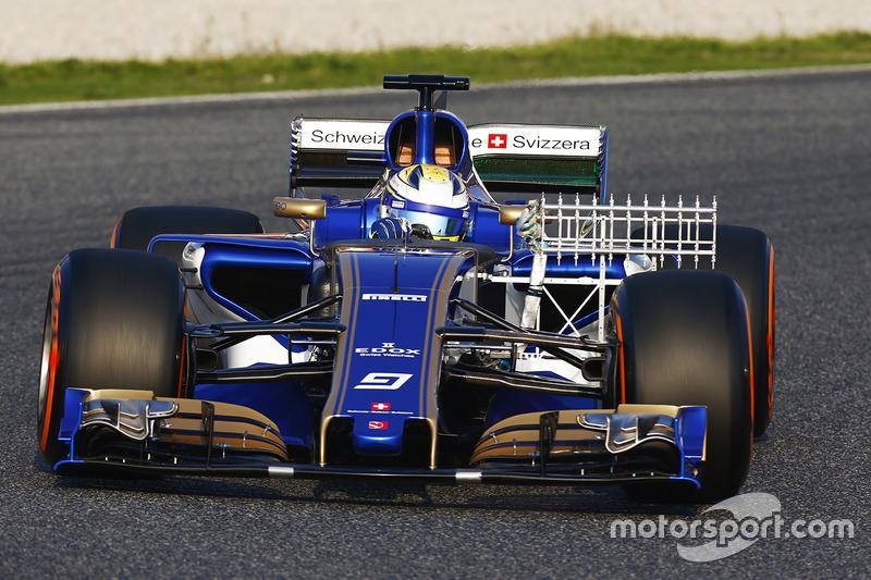 Marcus Ericsson à bord de la Sauber C36 Ferrari chargée de capteurs