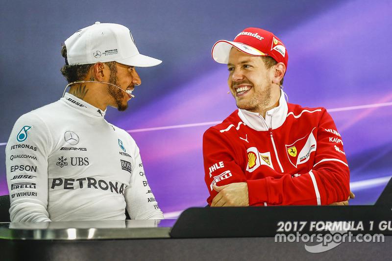 Ganador, Sebastian Vettel, Ferrari, segundo, Lewis Hamilton, Mercedes AMG F1