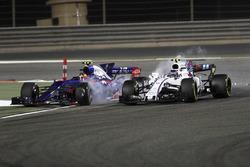 Ленс Стролл, Williams FW40, бортьба за позицію з Карлосом Сайнсом-молодшим, Scuderia Toro Rosso STR12