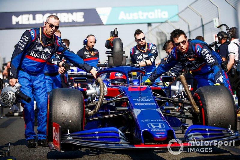 Даниил Квят, Toro Rosso STR14, пребывает на стартовую решетку