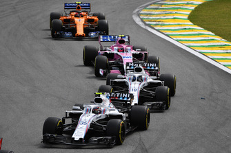 Sergey Sirotkin, Williams FW41 leads Lance Stroll, Williams FW41, Esteban Ocon, Racing Point Force India VJM11 and Stoffel Vandoorne, McLaren MCL33