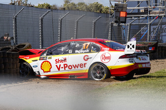 Crash: Scott McLaughlin, DJR Team Penske Ford